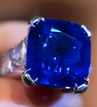 Kashmir-sapphire-ring 0.57 Ct.